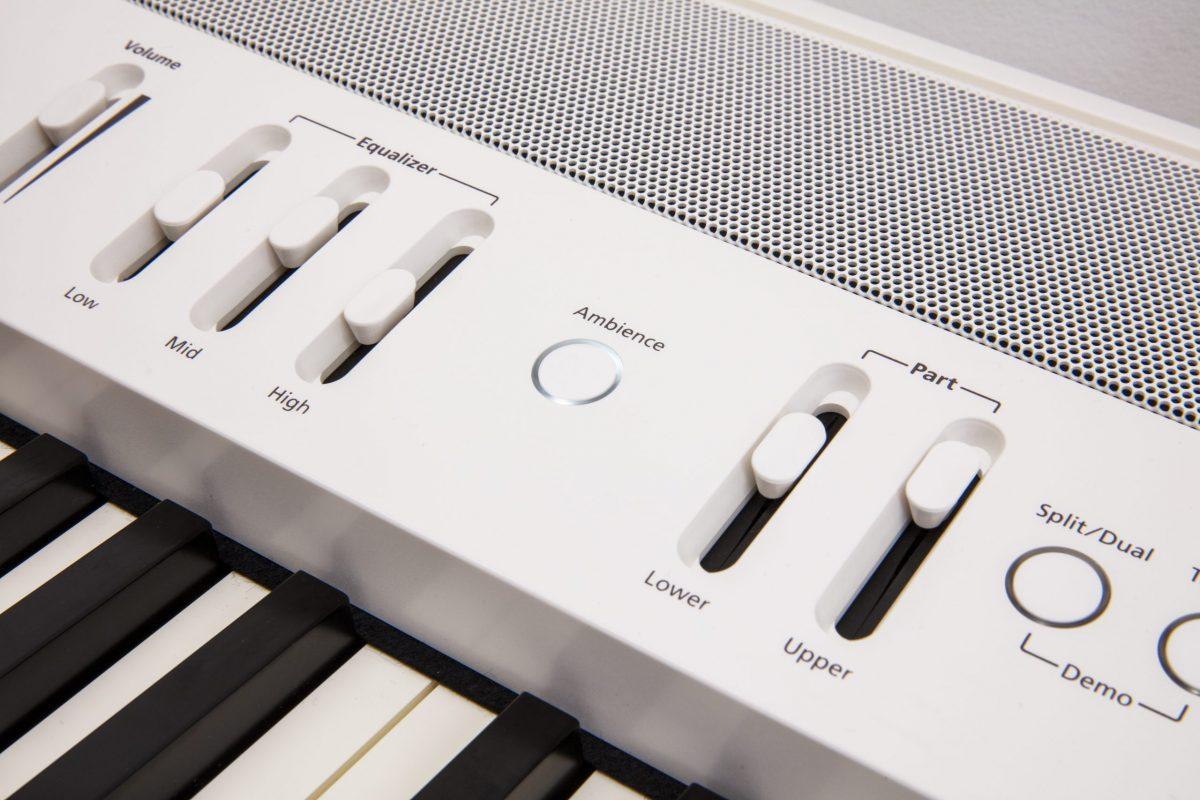 Roland FP60XWH